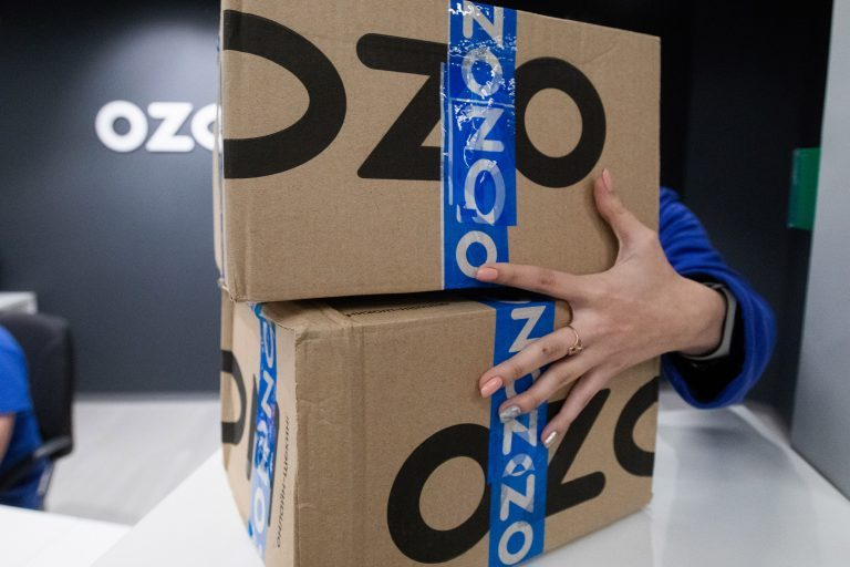 Сбербанк потребовал с Ozon миллиард рублей за разрыв соглашения