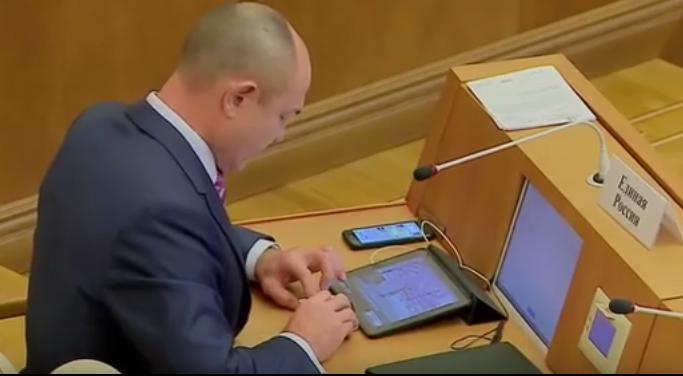 Депутаты окончательно утвердили обязательную предустановку российского ПО