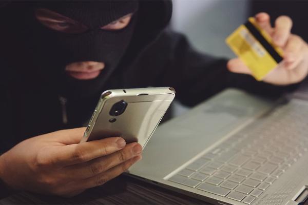 Телефонные мошенники используют новую тактику для хищения банковских данных