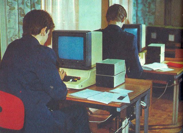Власти навязали «Ростелекому» российское оборудование для подключения школ к интернету