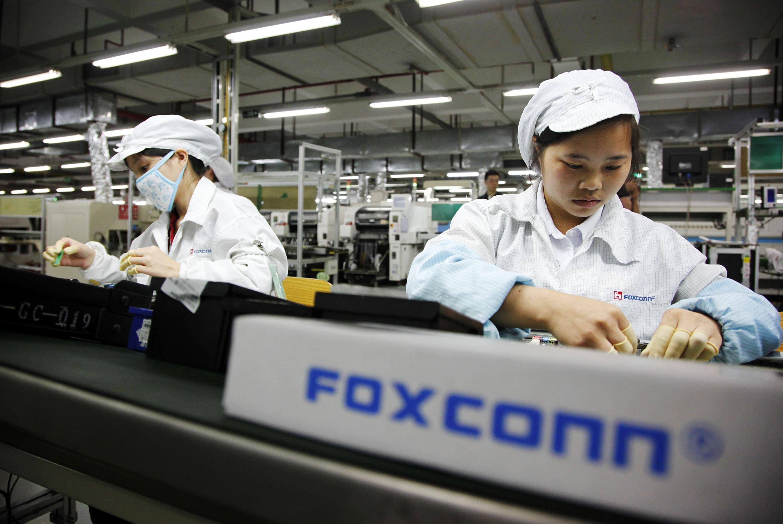 Доходы Foxconn в марте снизились на 7,7%