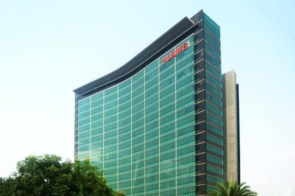 Huawei переживает рекордную потерю доходов
