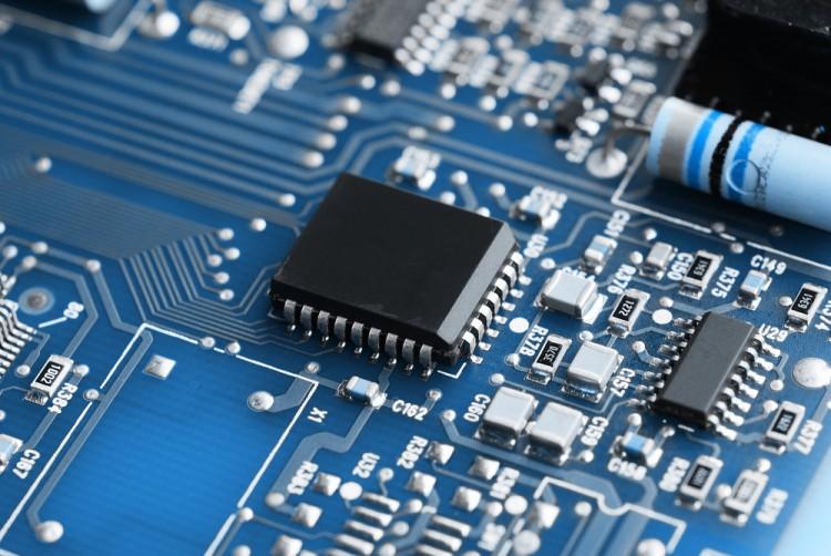Поставщики микропроцессоров запасаются готовыми чипами на фоне санкций против Huawei