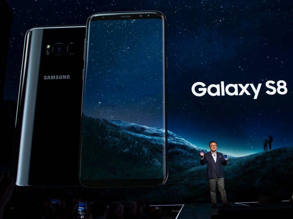 Samsung полностью прекратила поддержку своих флагманов S8 и S8+