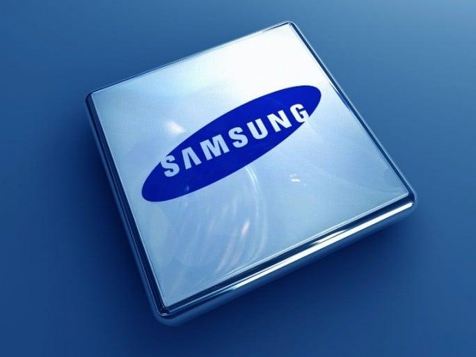 Прибыль Samsung сократилась вдвое
