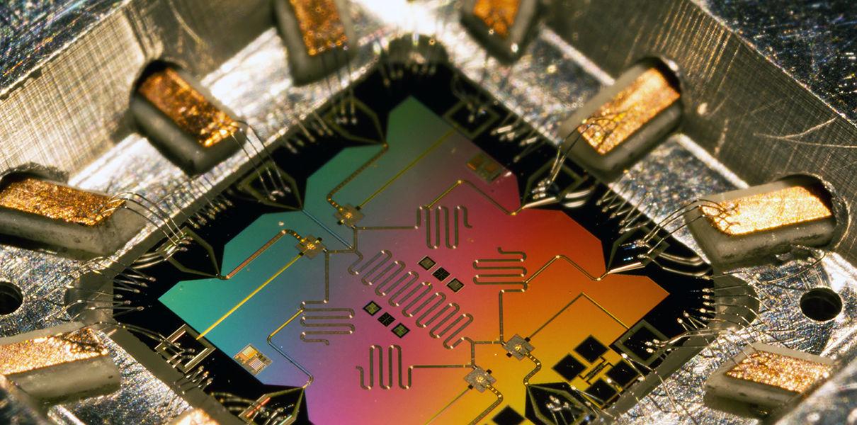 Корпорации Toshiba удалось передать квантовые биты на 600 километров