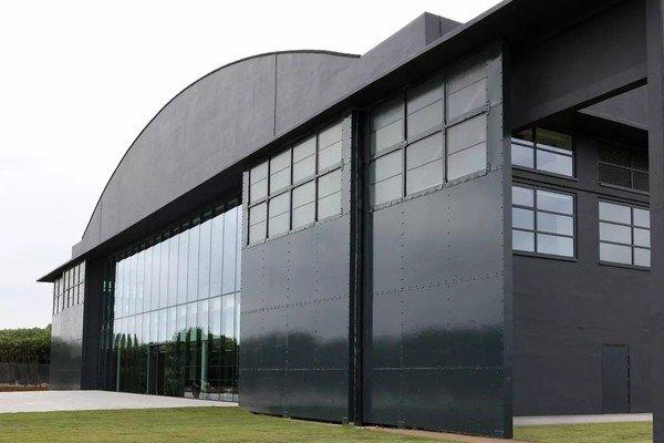Dyson построит в Сингапуре завод по производству электромобилей
