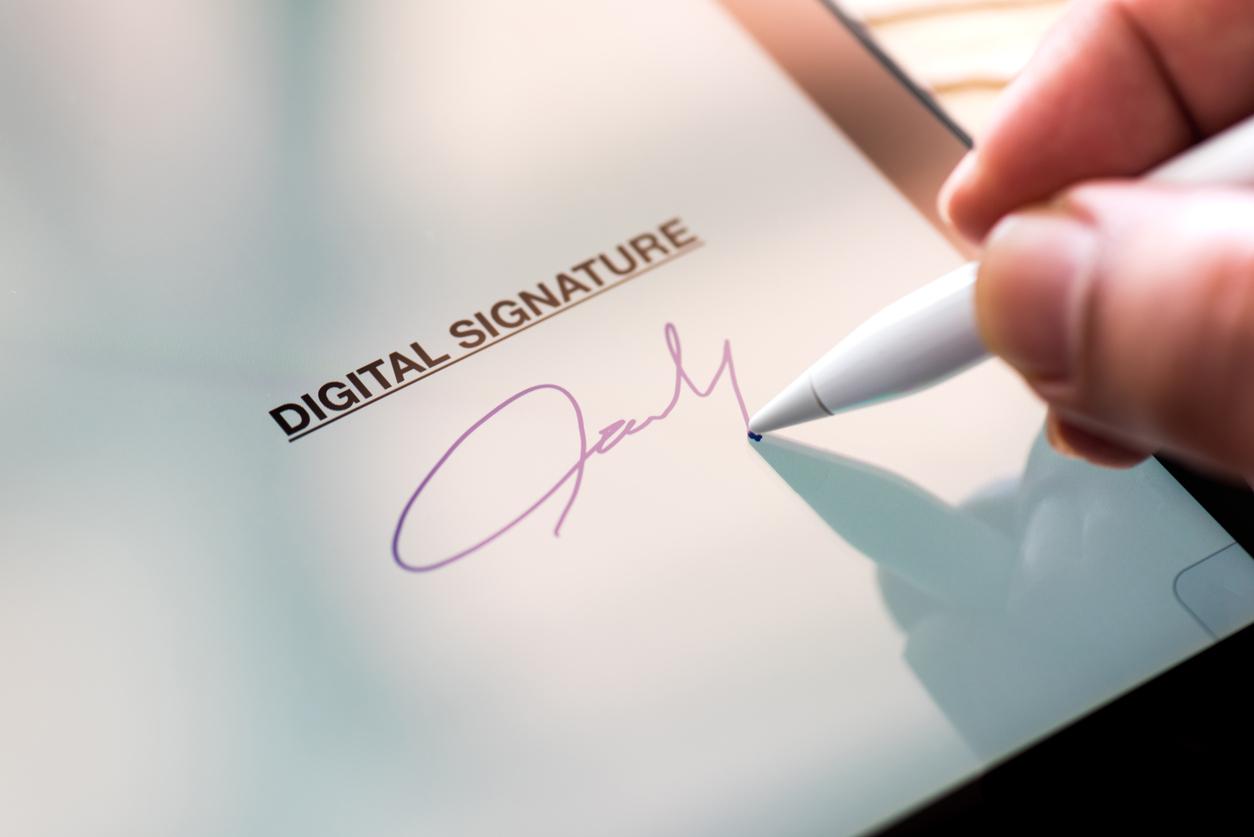 Минкомсвязь предложила провести эксперимент с электронной подписью