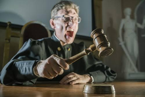 Судьи хотят наказывать СМИ за «тенденциозные публикации» и давление на них