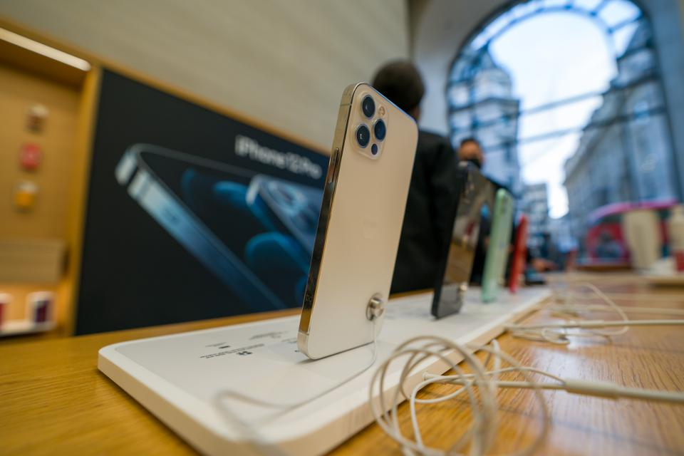 Продажи новых линеек iPhone вРоссии резко упали