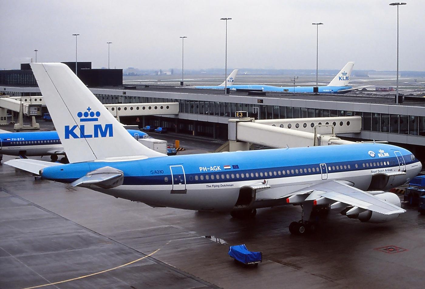 Минтранс требует от авиакомпаний хранить данные пассажиров в России