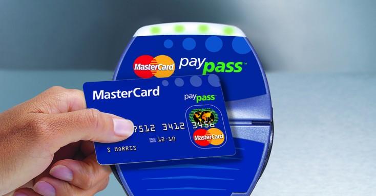 Visa и Mastercard обяжут российские банки перейти на бесконтактные технологии