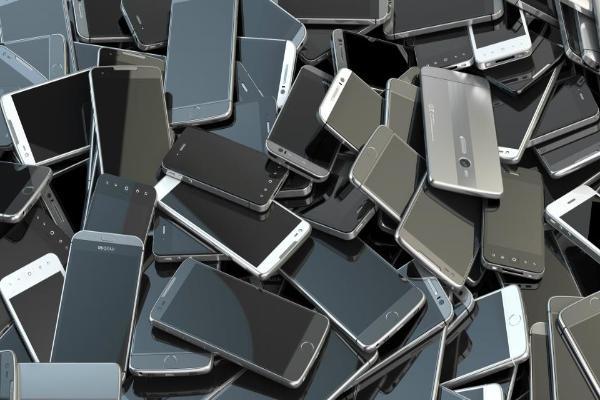 IDC: на рынке смартфонов преобладают модели среднего ценового сегмента