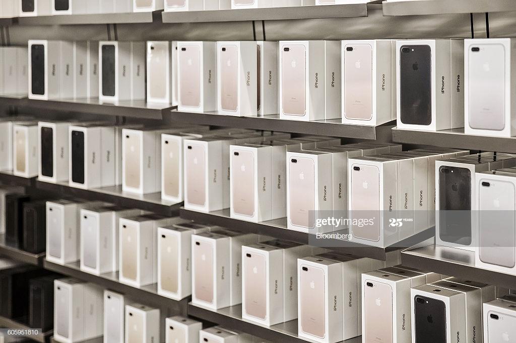 Запасы популярных смартфонов в канале иссякают