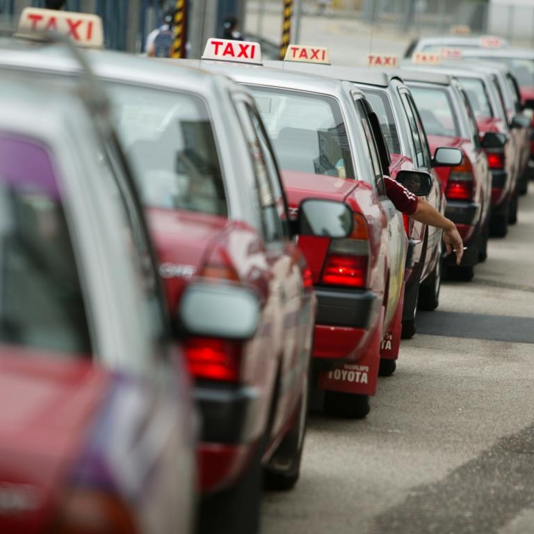 Агрегаторы такси попросили неограничивать количество разрешений для водителей