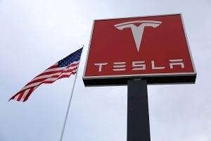 Из Tesla ушел главный бухгалтер, и акции упали на 10%