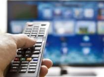 Власти пообещали раздать небогатым россиянам бесплатные цифровые ТВ-приставки