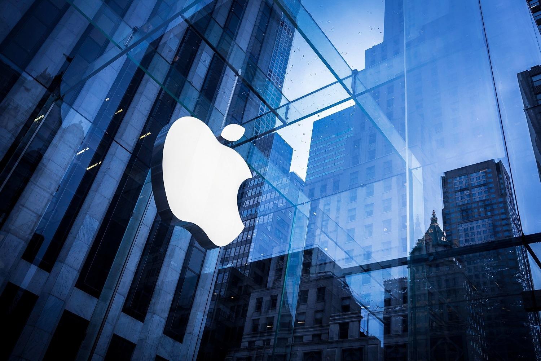 За что 18-летний студент подал иск против Apple на 1 млрд долларов?