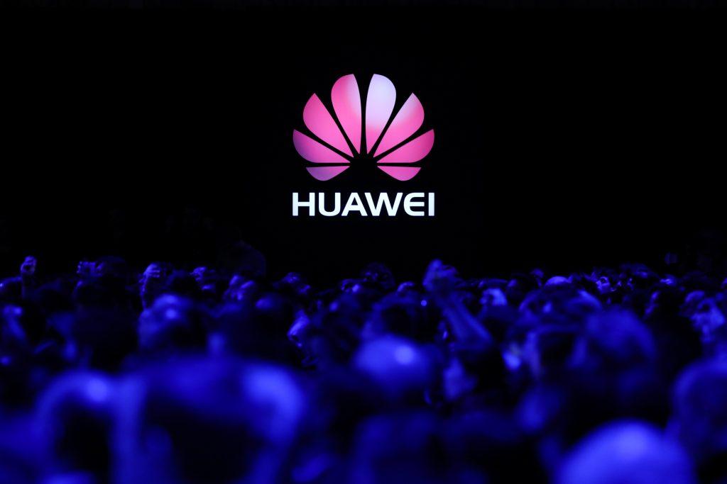 Более ста сотрудников Huawei заподозрены в связи с правительством КНР