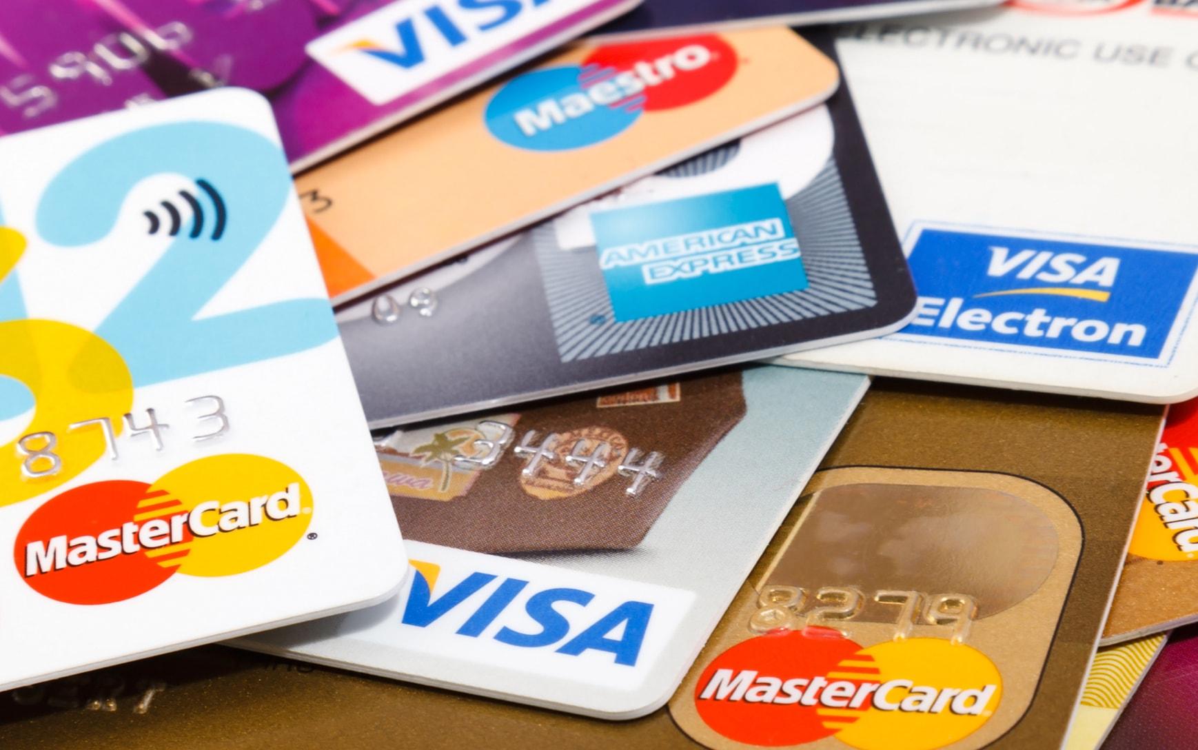 Россияне стали реже оплачивать онлайн-покупки банковскими картами